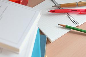 成績は、定期テストだけではなく、学習成果物での様々な観点からの評価